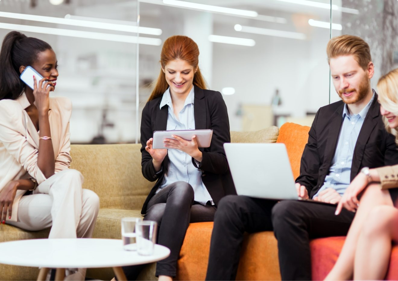 business-people-collaborating-in-office-and-DV2TMHA