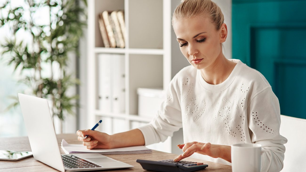 concentrated-woman-budgeting-at-office-RVS7TEP