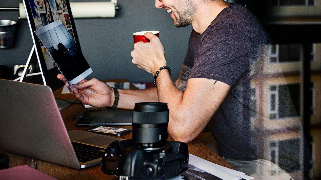 photographer-journalist-working-studion-agency-PWTYFR5