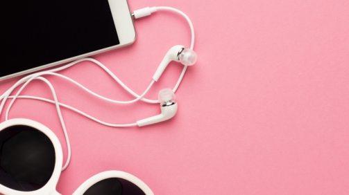 studio-shot-of-white-accessories-on-pink-back-7E4JTGC@2x