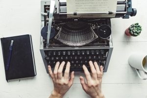 writer-typing-with-retro-writing-machine-P8TG9RE