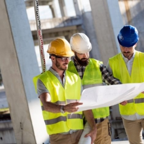 portrait-of-construction-engineers-working-on-QTY53UD