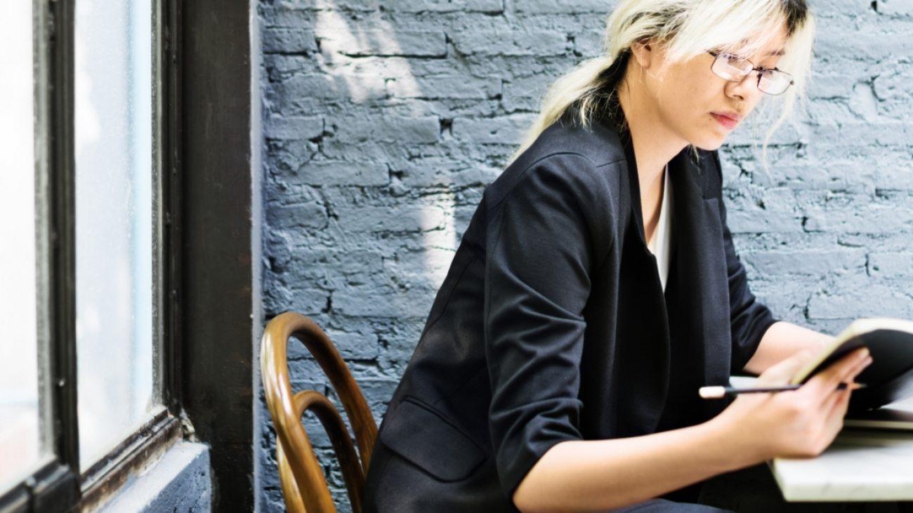 asian-businesswoman-laptop-planning-strategy-PQFT2HE
