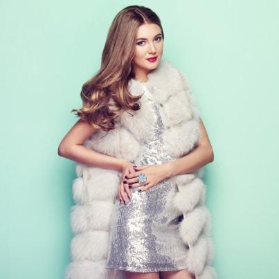 fashion-portrait-young-woman-in-white-fur-coat-PZ74KRU