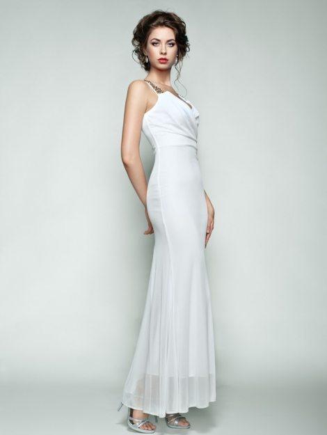 fashion-portrait-of-beautiful-woman-in-elegant-P9NWS4N