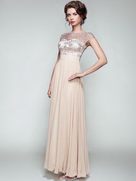 fashion-portrait-of-beautiful-woman-in-elegant-PQBJYC5