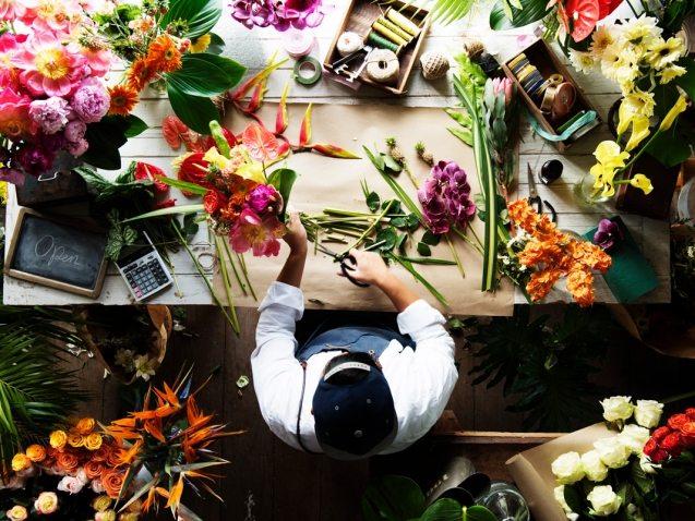 flower-shop-business-owner-working-service-PSEGWHL