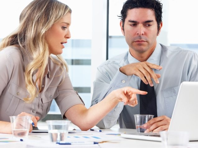 businessman-and-businesswoman-meeting-in-office-PZZXTMB