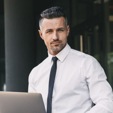 portrait-of-a-successful-young-businessman-YJVR3KZ