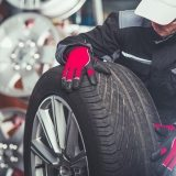replacing-car-tires-F6SZJYW