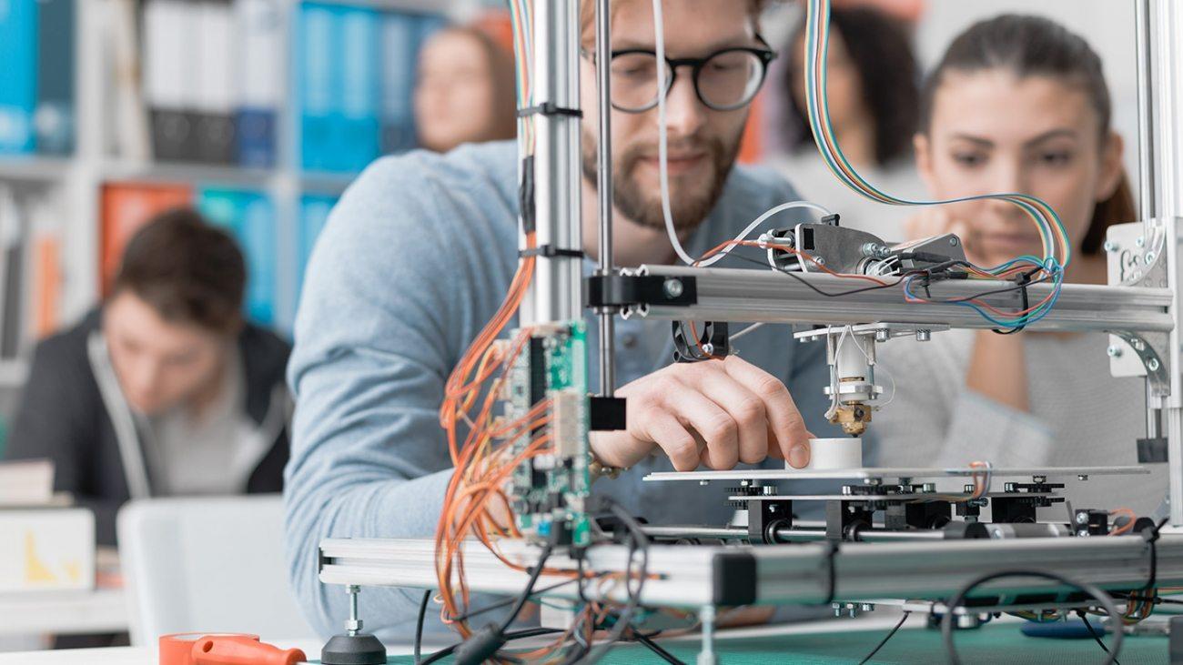 students-using-a-3d-printer-PJKMSXD