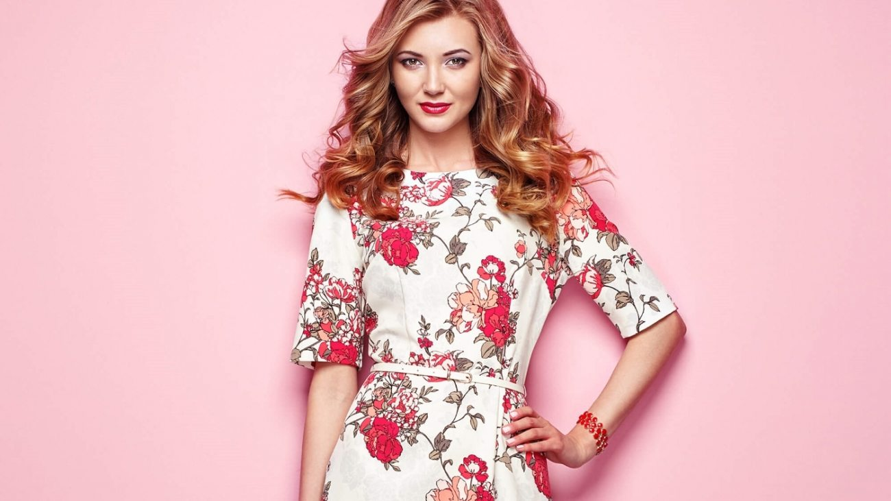 woman-in-floral-spring-summer-dress-P68ZMJ4