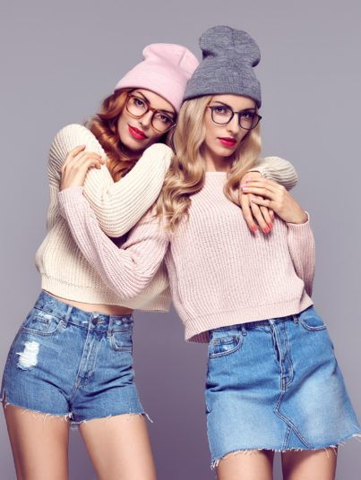 fashion-young-hipster-woman-sisters-best-friends-PBNMDBN