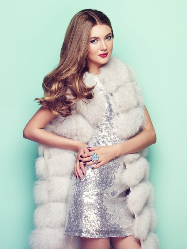 woman-in-white-fur-coat-4
