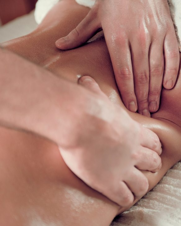 relaxing-back-massage-PABERUY