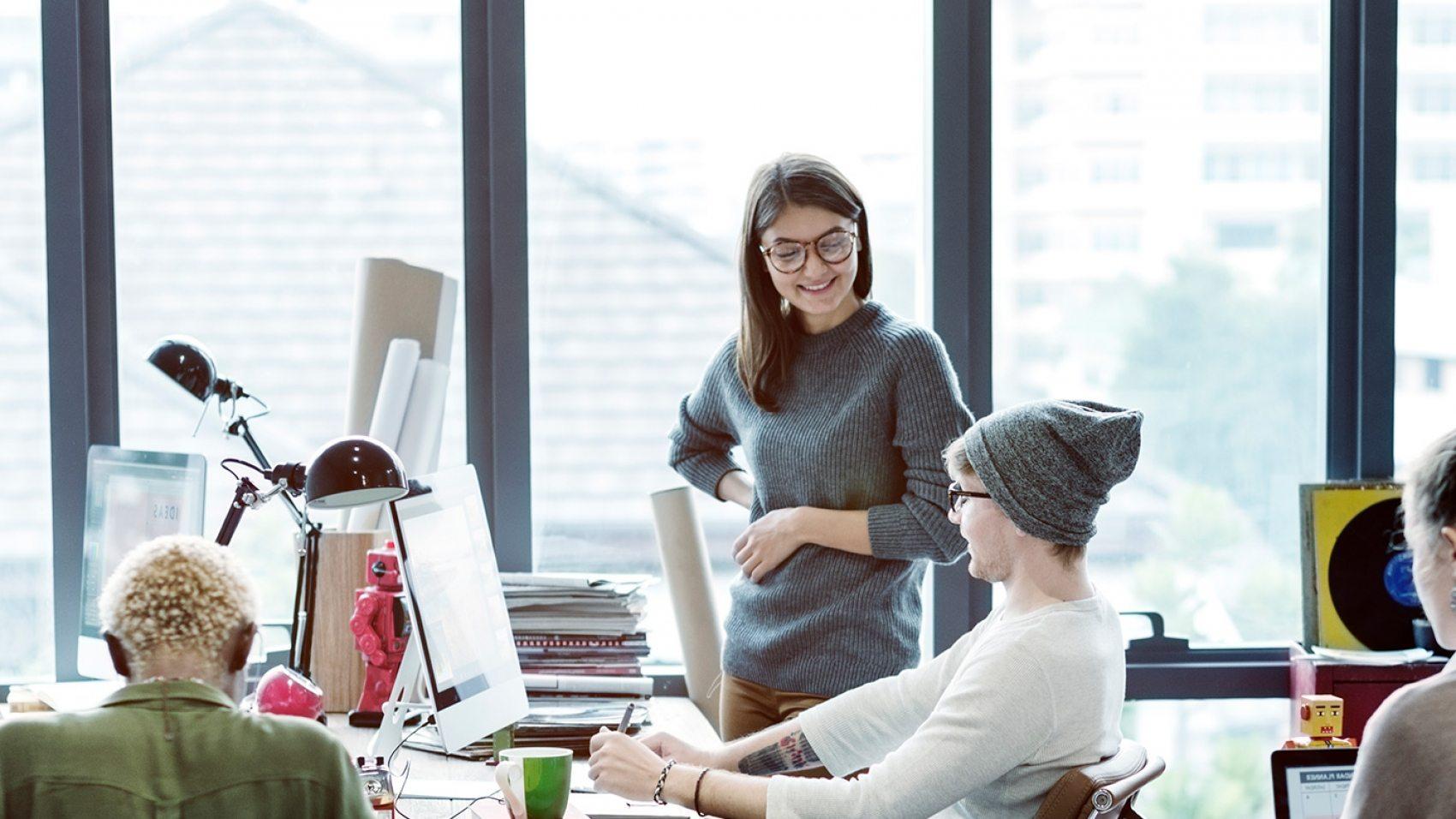 teamwork-discussion-meeting-brainstorming-start-PUVTFTU